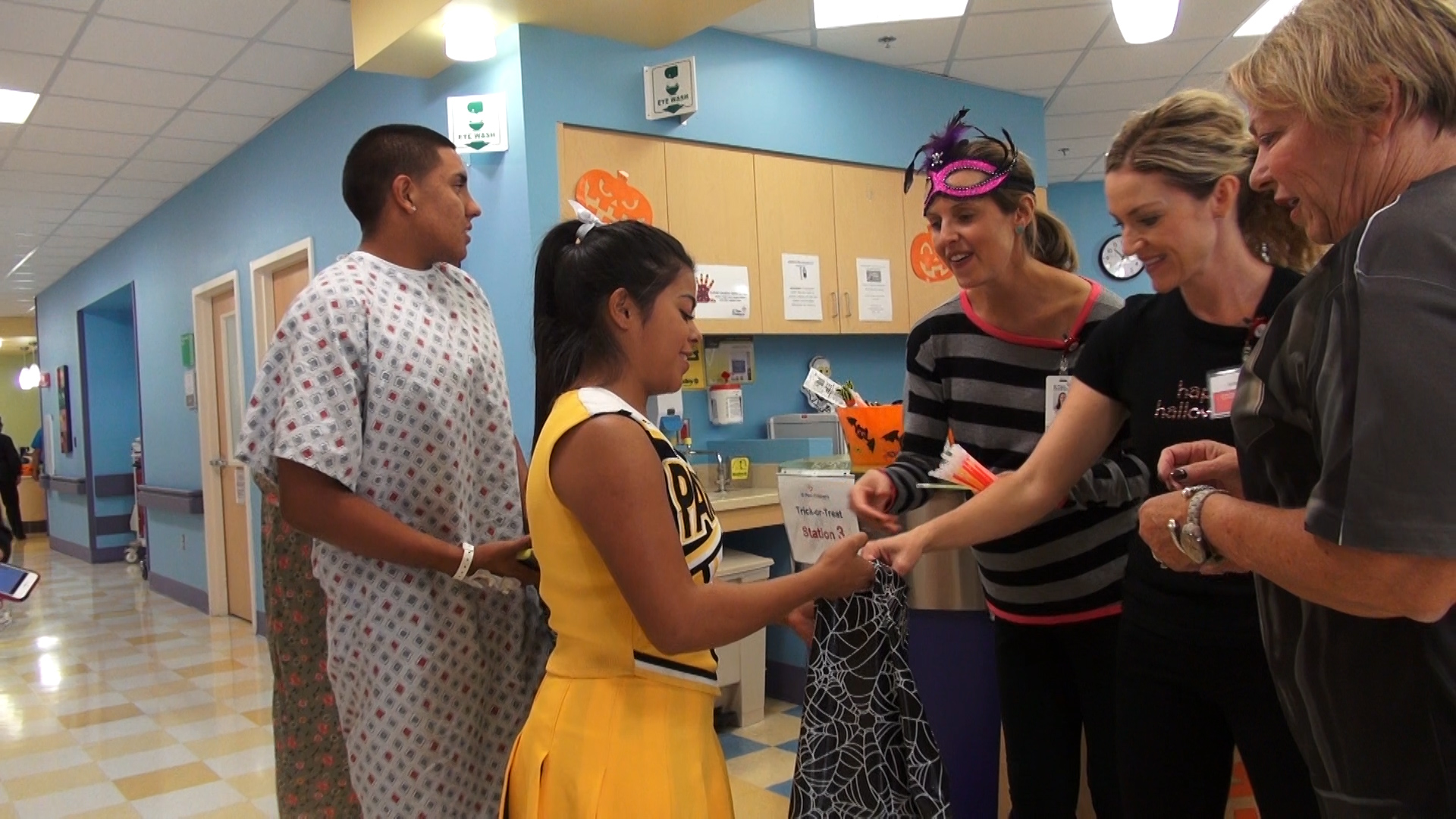 el paso children's hospital lifts spirits on halloween - news - el
